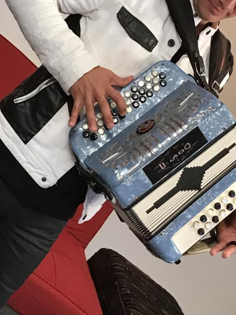 Accesorios del regional mexicano en el Uforia Music Showcase