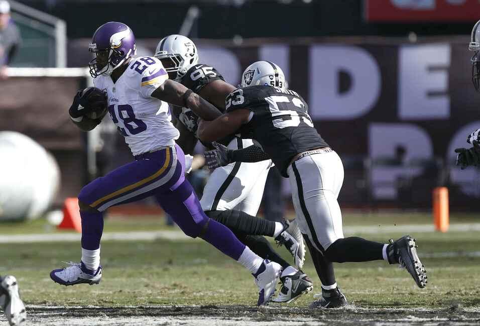 Los Minnesota Vikings vencieron 30 - 14 a los Oakland Raiders para ligar...