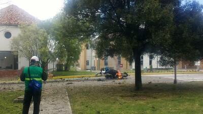 """Al menos 8 muertos tras un """"acto terrorista"""" con carro bomba en una escuela de policía de Bogotá"""