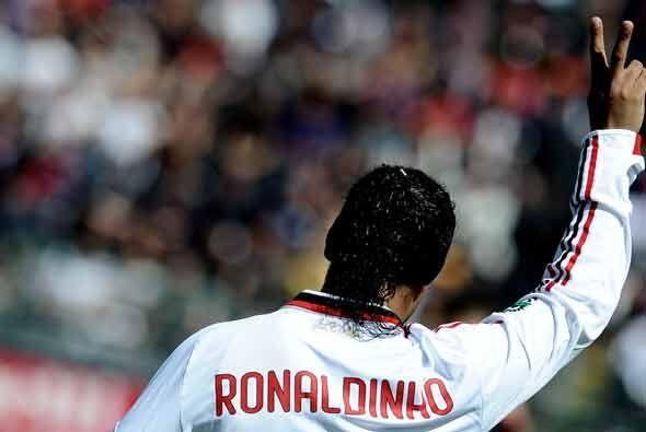 Ronaldinho no marcó, pero celebró igual porque su equipo le ganó al Cagl...