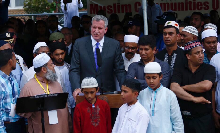 El alcalde de la ciudad de Nueva York, Bill de Blasio, prometió que la...