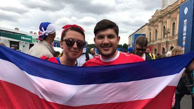 Colorido de la fiesta de los hinchas de Brasil y Costa Rica en el Mundial