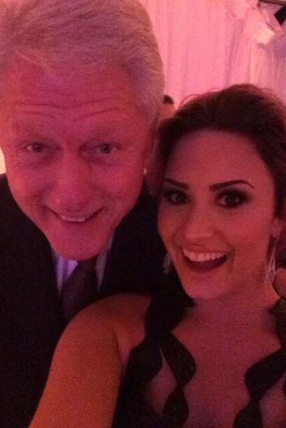 Y el presidente Bill Clinton también apareció con Demi Lovato.