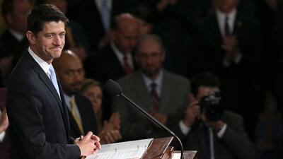 Grupos latinos repudian la negativa de Paul Ryan a impulsar una reforma...