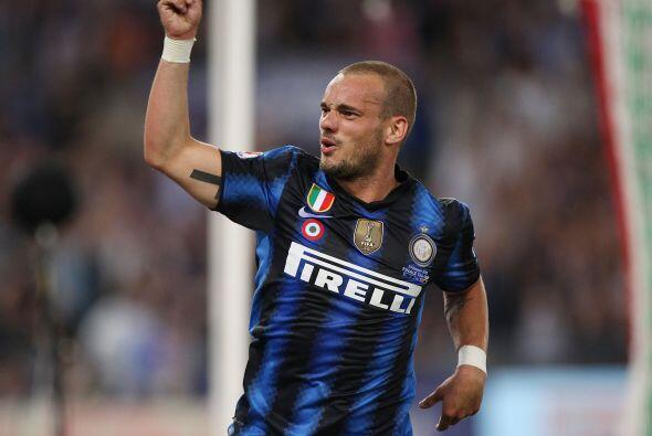 Wesley Sneijder, que también dio un destacado partido, lo festejaba sabi...