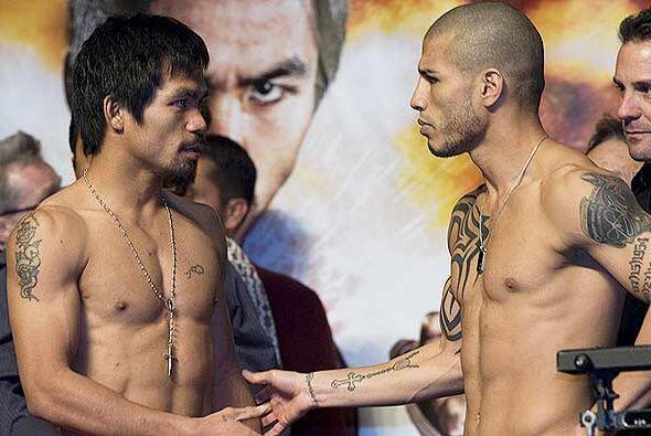 Manny Pacquiao y Miguel Cotto en su última escala previa a su combate, a...