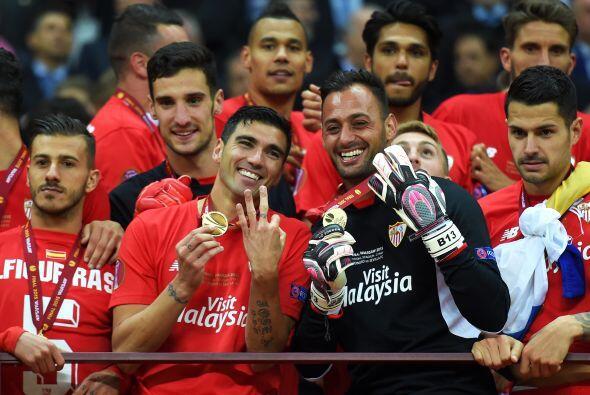 Sevilla derrotó 3-2 al Dnipro con doblete del colombiano Bacca, con lo q...