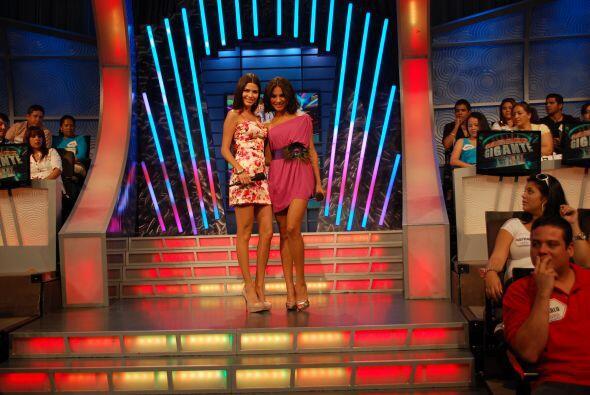 Las modelos felicitaron a los participantes de ritmo dieta.
