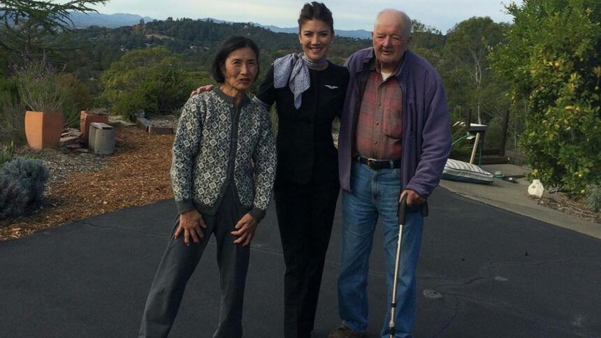 Art Grant, de 95 años, y su esposa Suiko, de 75, posando con su hija Tri...