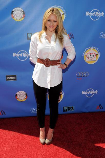 ¡Directo de Houston, Texas, llega la hermosa cantante Hilary Duff!...