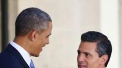 El presidente de México Enrique Peña Nieto, habló vía telefónica con su...