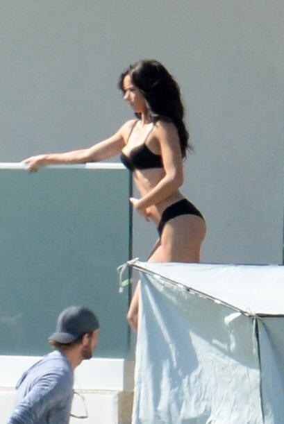 Adriana Lima posó un encantador 'modelito' en color negro de la p...