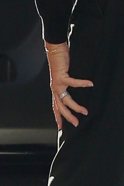 Y ahí nos mostró sus uñas un poco largas pero perfe...