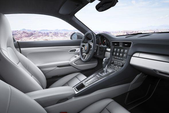 Mecánicamente, el Porsche 911 Carrera cuenta con motores boxer de 3.0 li...