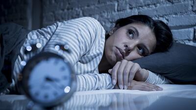 Dormir menos de seis horas al día podría aumentar el riesgo de enfermedades cardiovasculares