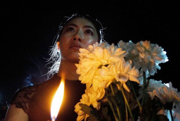 Con flores y velas salieron a las calles para recordar a los suyos en Ku...