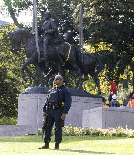 Así fue la retirada de la estatua del general Robert E. Lee en Dallas ap...
