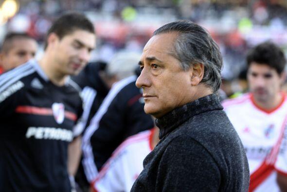 El rostro del técnico López lo dice todo, su futuro como el de River es...