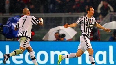 Lichtsteiner anotó el único gol de la Juve