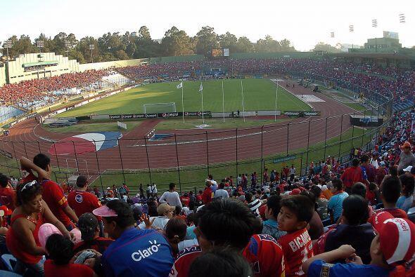 Así estuvo el estadio Mateo Flores para rendirle homenaje al &iac...