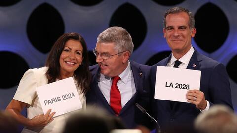 La alcaldesa de París, Anne Hidalgo, y el de Los Ángeles,...