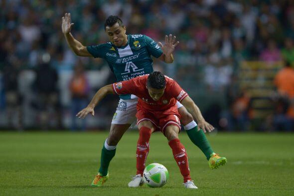 Edwin Hernández (8): Dominó el costado izquierdo de Le&oac...
