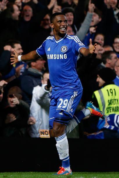Samuel Eto'o, el primer jugador en la historia del Chelsea en hacerle tr...