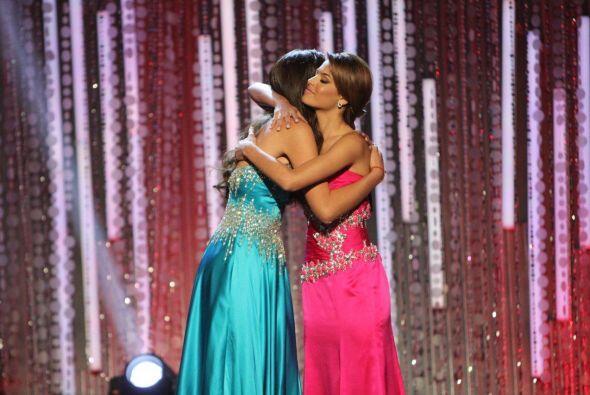 Las chicas se fundieron en un abrazo.