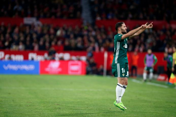 En el regreso de Guardado, Betis goleó al Sevilla en el derbi andaluz ca...