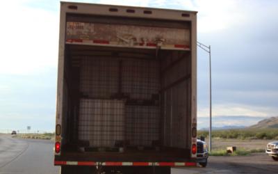 En este camión viajaban 20 inmigrantes cuando fueron hallados en...