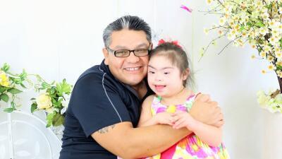 El inmigrante mexicano Carlos Crespo junto a su hija Verónica