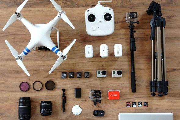 Con su GoPro y su drone, Thiago ha ido por el mundo tomando selfies arri...