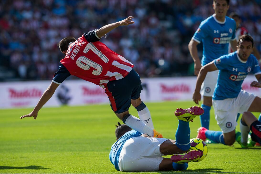 ¡Funcionó la Bruja! Cruz Azul venció 2-1 a Chivas Michelle Benitez de Gu...