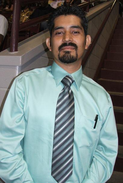 Adrián Monroy  Tiene 32 años y es ingeniero en computación. Ahora se sie...