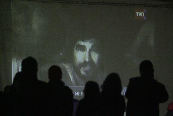 26 de agosto: La televisión difunde las primeras imágenes de los 33 homb...