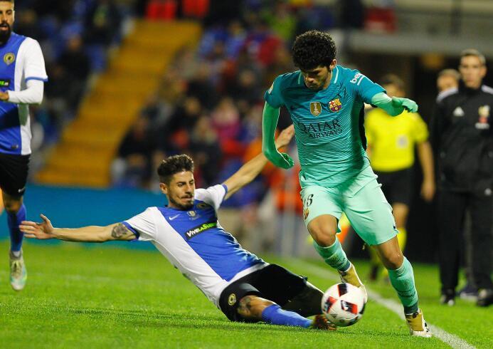 Carles Aleñá jugó su primer partido con el equipo de gala del F.C. Barce...
