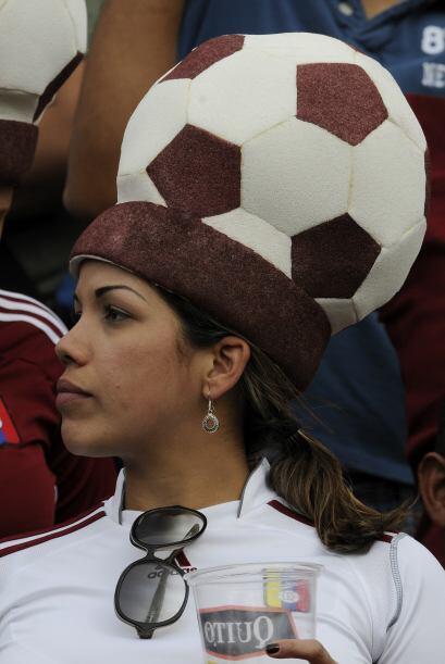 Esta fanática venezolana se ganó el premio al mejor gorro en las elimina...