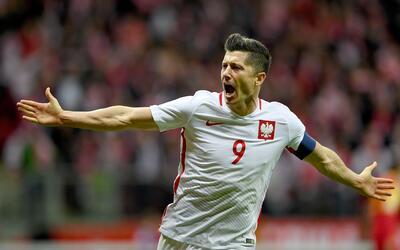 Lewandowski es investigado por beber alcohol en Polonia durante festejo...