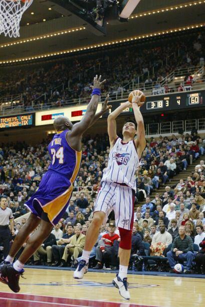 Con Houston, Ming promedió 19 puntos y 9,2 rebotes por partido, unos núm...