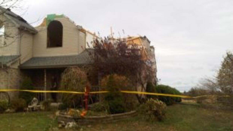 Este hogar de Peotone, Illinois, sufrió daño a su estructura debido a un...