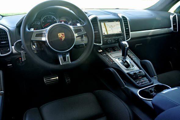 Por dentro, la Cayenne Turbo tiene todas las caracteristicas de todo mod...