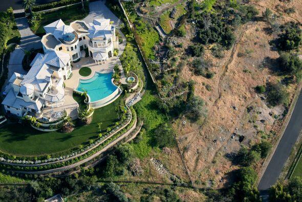 Imagen aérea del 4 de abril una mansión en San Diego, donde se dedican g...