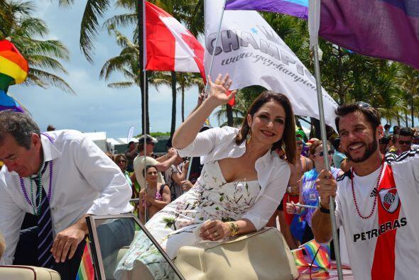 Gloria Estefan festejó a sus fans gays. Mira aquí los videos más chismosos.