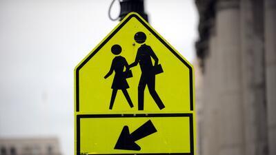 Una señal peatonal podría hacer la diferencia para evitar accidentes.