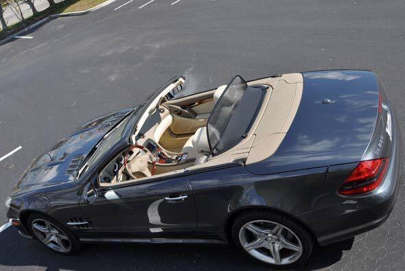 El Mercedes-Benz SL550 es un 'roadster' de altas prestaciones, gran dese...