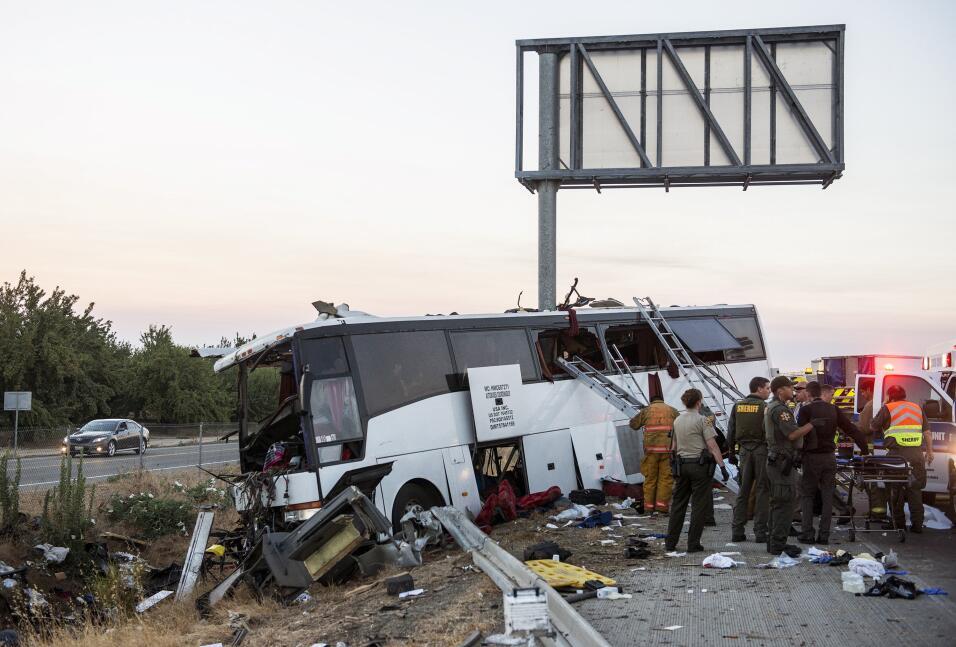 Autoridades catalogaran el accidente de un autobús en el norte de Califo...