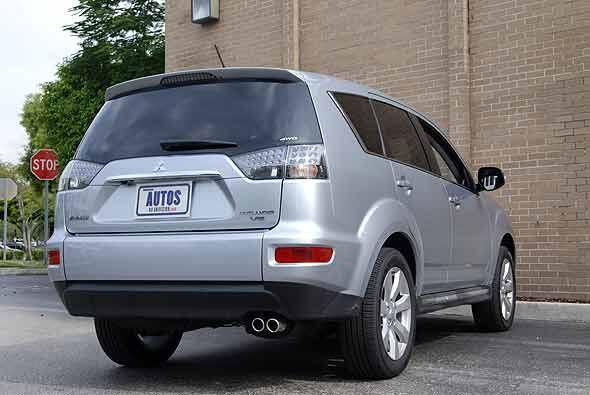 El sistema S-AWD se complementa con el Control de Estabilidad, frenos AB...