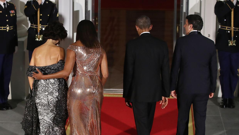 Michelle Obama Versace de espaldas