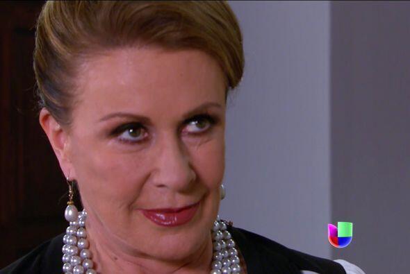 Esos ojos están llenos de pura maldad. ¡Ya cálmese doña Lorenza!