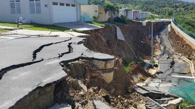 El derrumbe que dejó las residencias prácticamente en el aire es de 32 p...